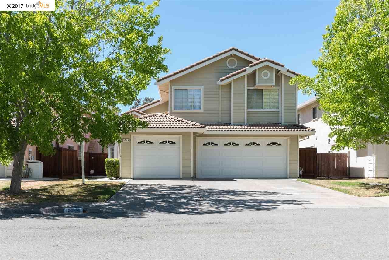 واحد منزل الأسرة للـ Sale في 5344 Cerro Sur El Sobrante, California 94803 United States