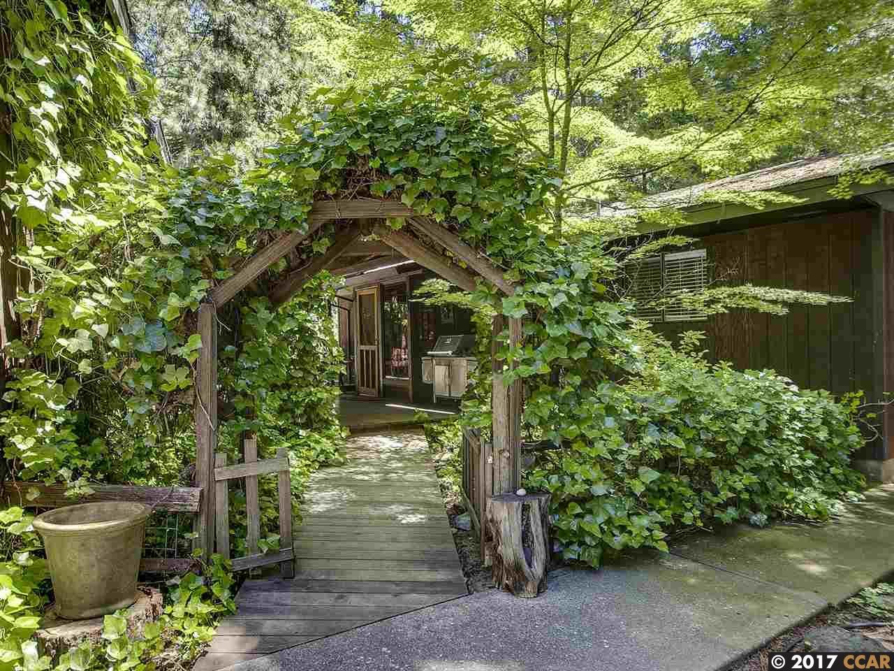 Maison unifamiliale pour l Vente à 26975 Barton Road Pioneer, Californie 95666 États-Unis
