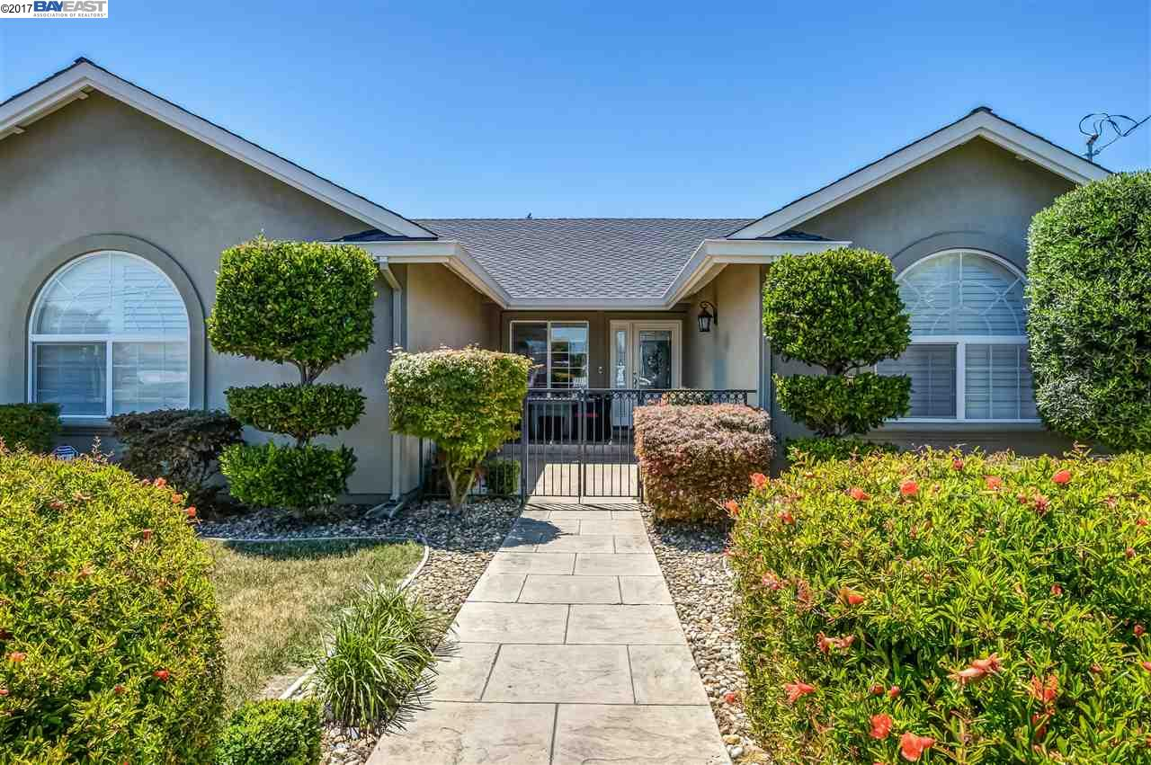 Single Family Home for Sale at 19959 Redwood Road Castro Valley, California 94546 United States