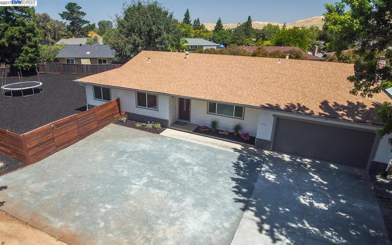 Single Family Home for Sale at 5815 Pine Hollow Road Clayton, California 94517 United States