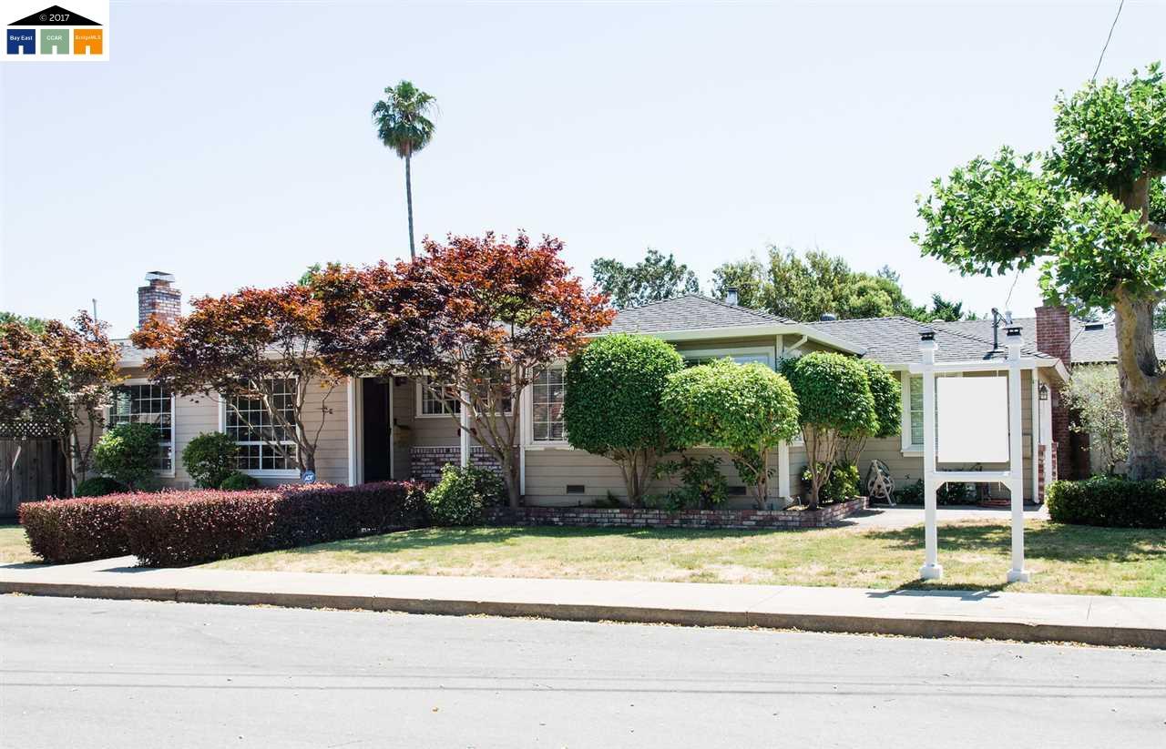 Maison unifamiliale pour l Vente à 1300 Orange Avenue San Carlos, Californie 94070 États-Unis