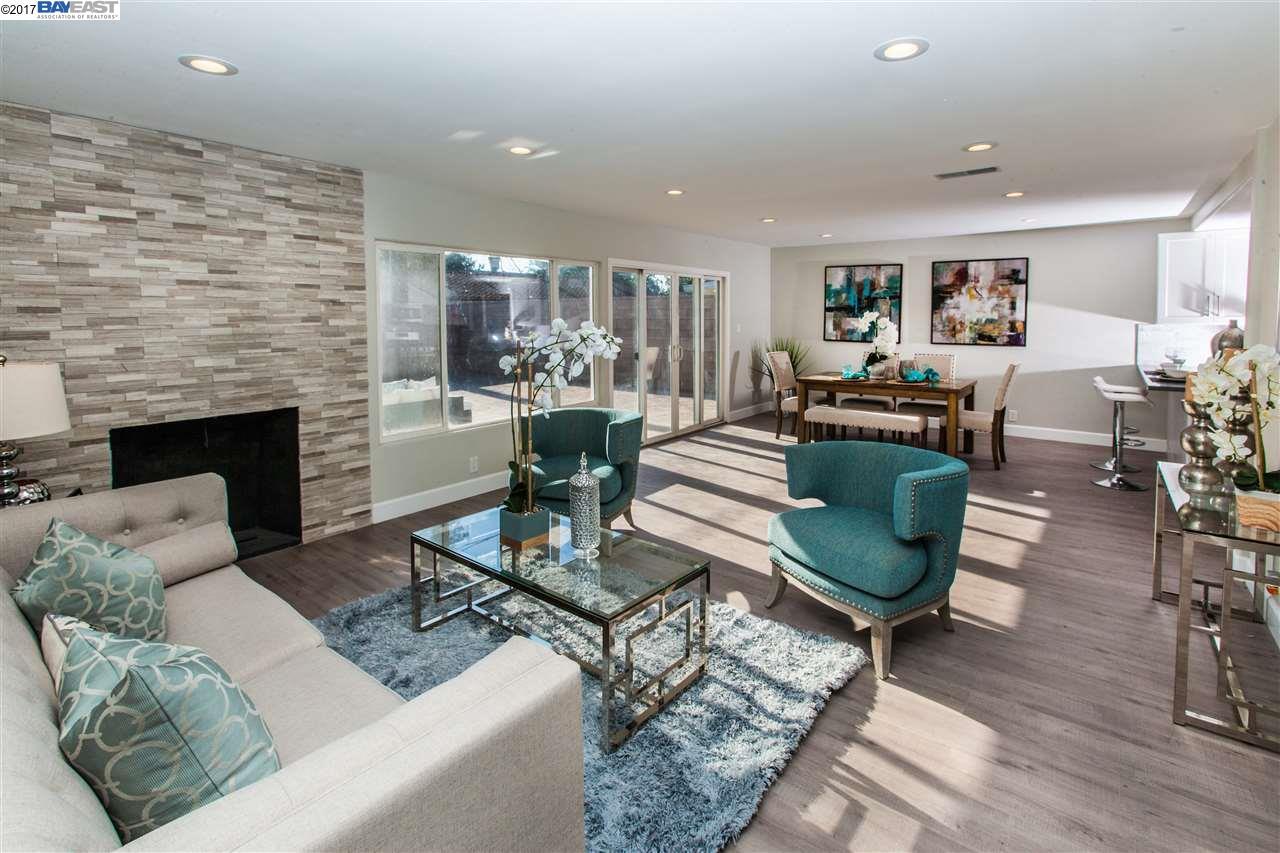 Maison unifamiliale pour l Vente à 292 S Clark Street Orange, Californie 92868 États-Unis
