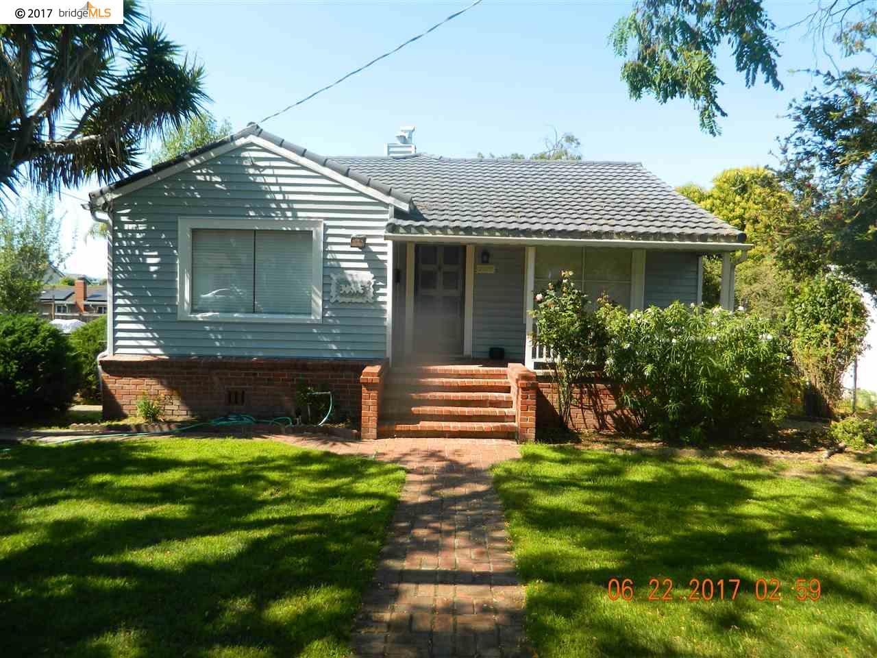Casa Unifamiliar por un Alquiler en 2202 East Avenue Hayward, California 94541 Estados Unidos