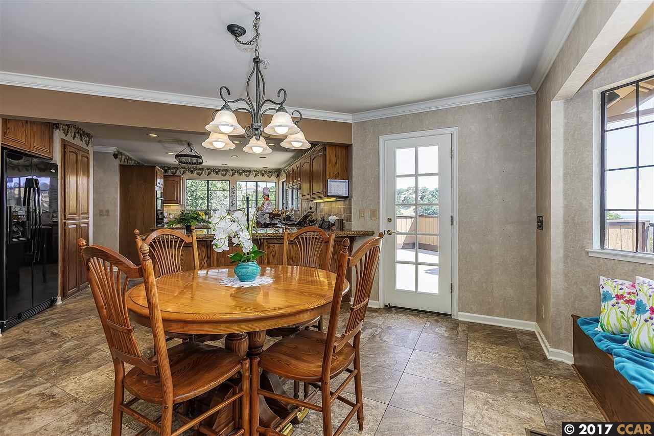 Additional photo for property listing at 3320 Johnson Road  Lafayette, Калифорния 94549 Соединенные Штаты