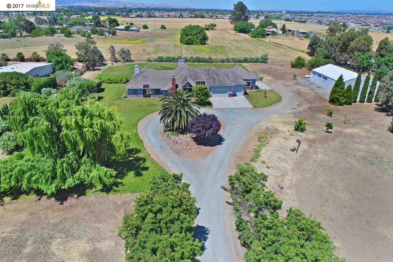 Maison unifamiliale pour l Vente à 6357 Sellers Avenue Oakley, Californie 94561 États-Unis