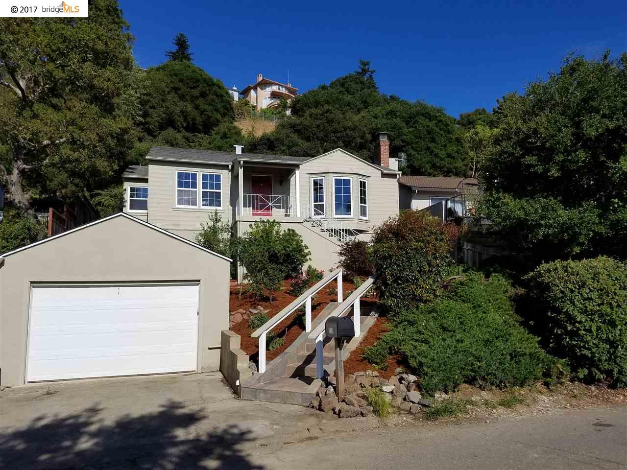 Casa Unifamiliar por un Venta en 838 Mountain Blvd Oakland, California 94611 Estados Unidos