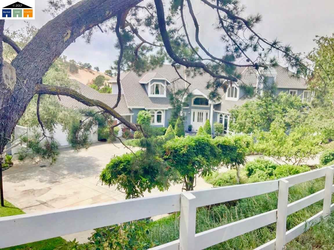 Maison unifamiliale pour l Vente à 165 BRODIA Walnut Creek, Californie 94598 États-Unis