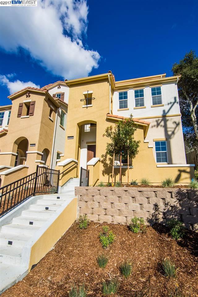 واحد منزل الأسرة للـ Sale في 26540 Hayward blvd Hayward, California 94542 United States