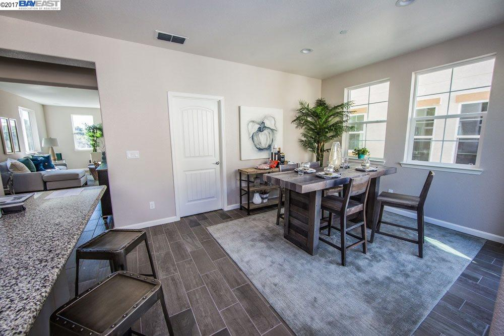 Additional photo for property listing at 26540 Hayward blvd 26540 Hayward blvd Hayward, California 94542 Estados Unidos
