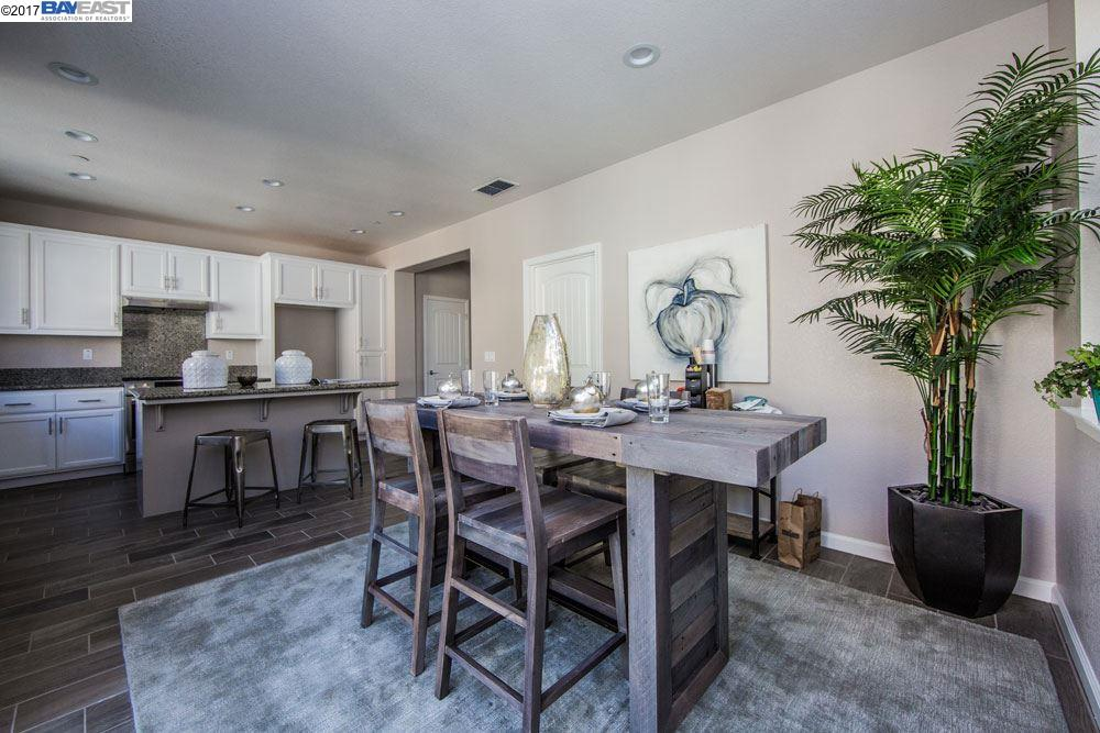 Additional photo for property listing at 26540 Hayward blvd 26540 Hayward blvd Hayward, California 94542 United States
