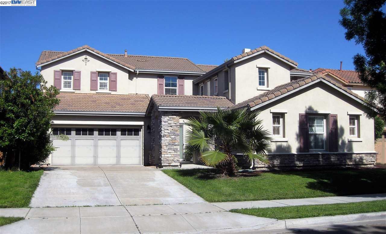 Maison unifamiliale pour l Vente à 15868 Crescent Park Circle Lathrop, Californie 95330 États-Unis