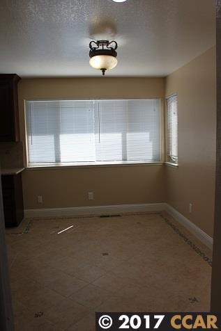 Additional photo for property listing at 10 Powder Bowl Court  Richmond, California 94803 United States