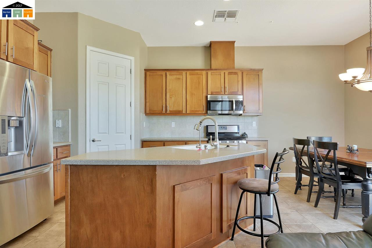 Additional photo for property listing at 215 Tower WAy  Newman, Californie 95360 États-Unis