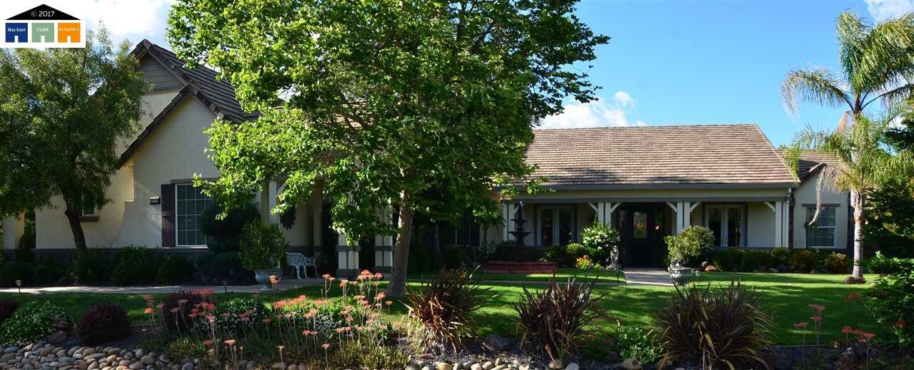 Частный односемейный дом для того Продажа на 9715 Silvertrail Lane Elk Grove, Калифорния 95624 Соединенные Штаты