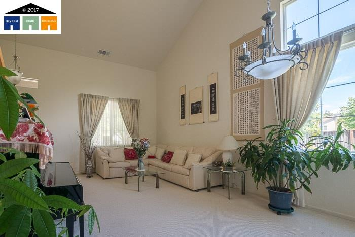 Additional photo for property listing at 854 Meadow View Drive  Richmond, 加利福尼亞州 94806 美國