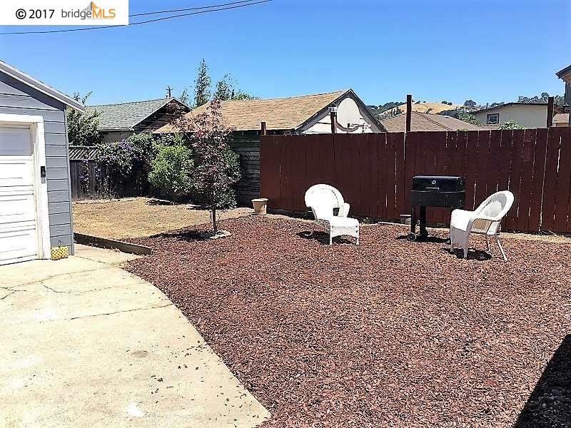Additional photo for property listing at 2375 109th Avenue  Oakland, Californie 94603 États-Unis