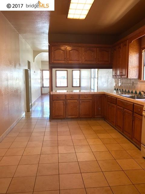 Additional photo for property listing at 2414 24Th Avenue  Oakland, California 94601 United States