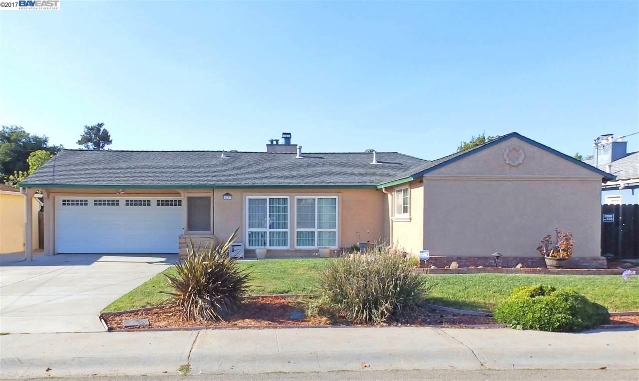 Maison unifamiliale pour l Vente à 1227 Purdue Street San Leandro, Californie 94579 États-Unis