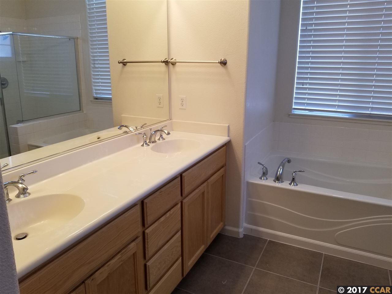 Additional photo for property listing at 16 Elijah Court  Pittsburg, Californie 94565 États-Unis