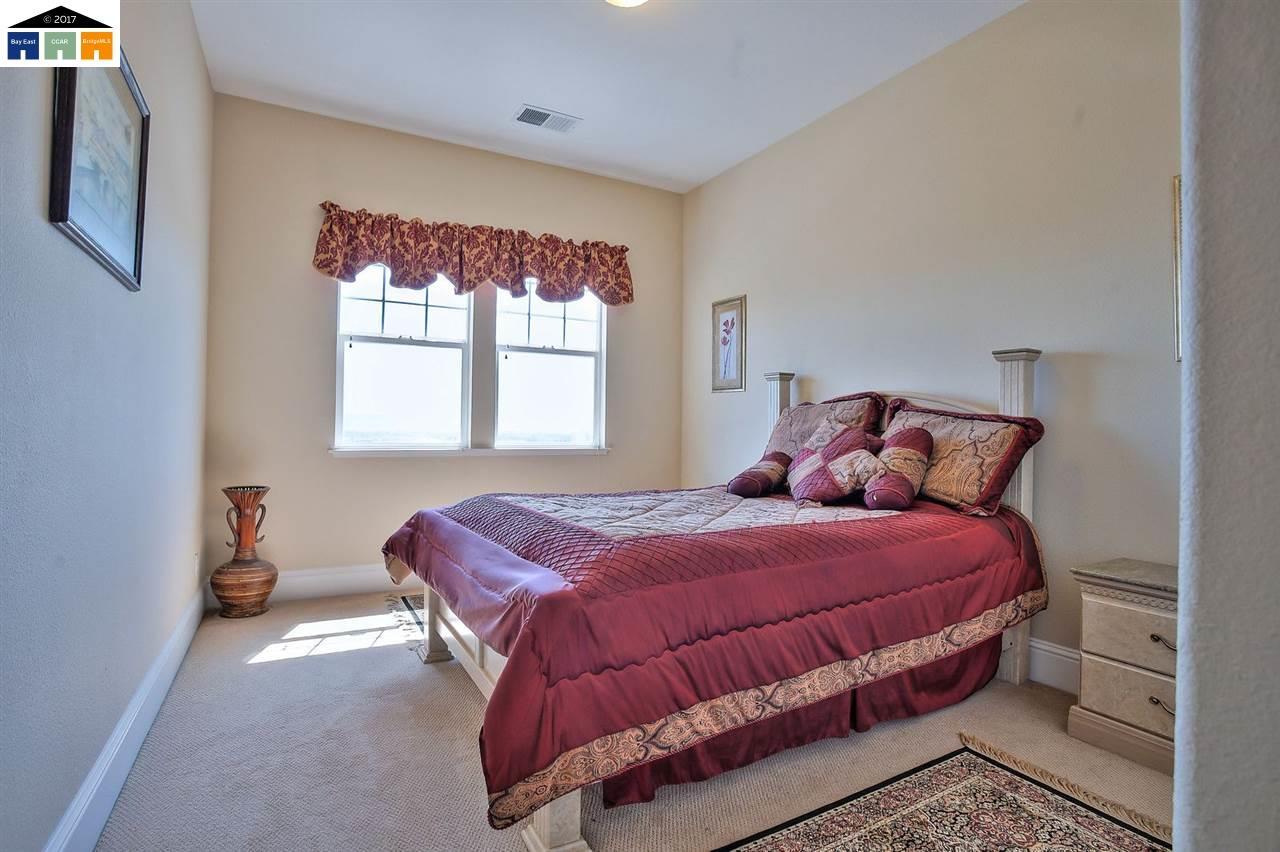 Additional photo for property listing at 30027 Woodthrush Place  Hayward, 加利福尼亞州 94544 美國