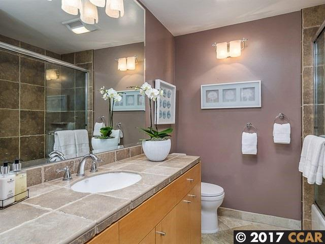 Additional photo for property listing at 23 Overhill Road 23 Overhill Road Orinda, Kalifornien 94563 Vereinigte Staaten
