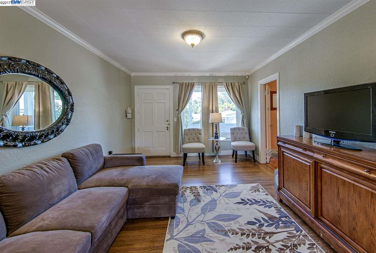 Additional photo for property listing at 2485 Olive Street  Martinez, California 94553 United States