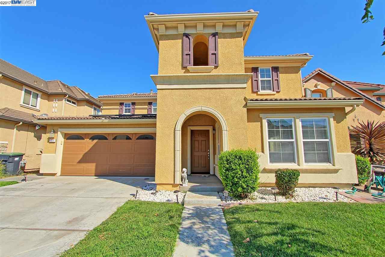Maison unifamiliale pour l Vente à 377 Craftsman Drive Lathrop, Californie 95330 États-Unis