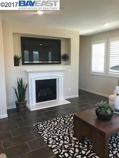 Additional photo for property listing at 114 Fanuncio Lane 114 Fanuncio Lane Hayward, California 94544 Estados Unidos