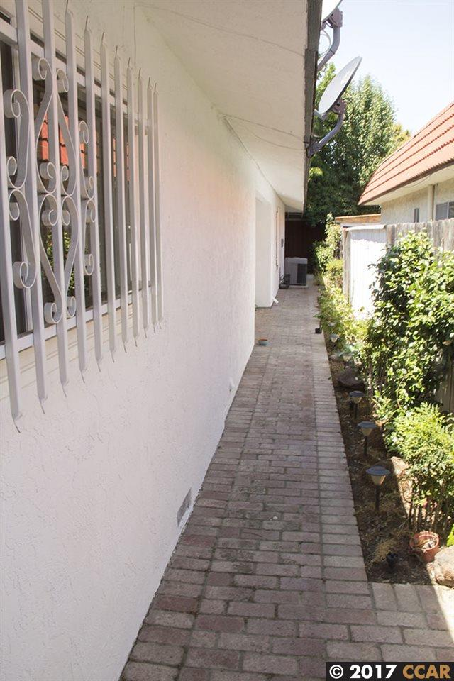 Additional photo for property listing at 2116 Manzanita Way  Antioch, California 94509 Estados Unidos