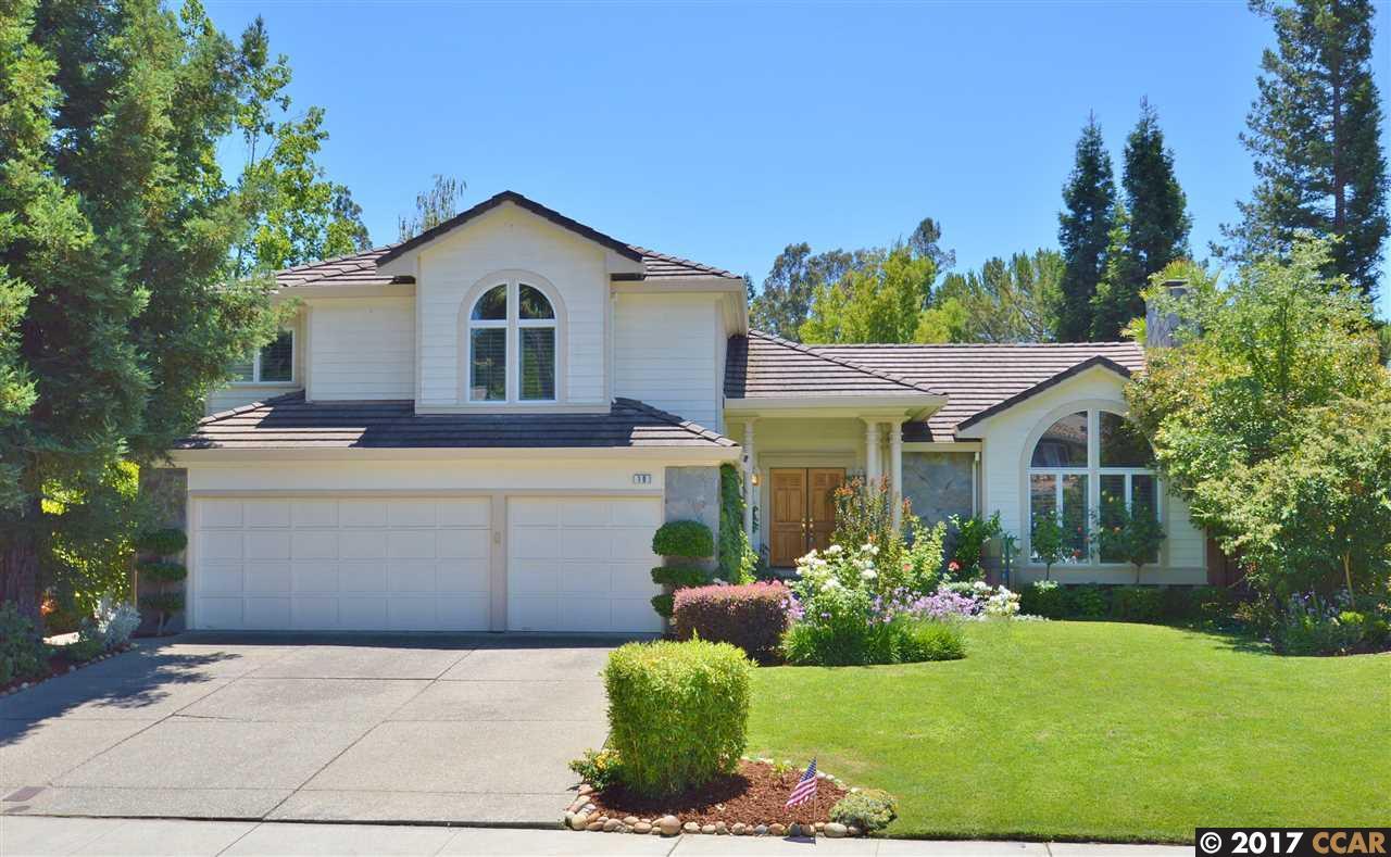 Maison unifamiliale pour l Vente à 10 Stirling Drive Danville, Californie 94526 États-Unis