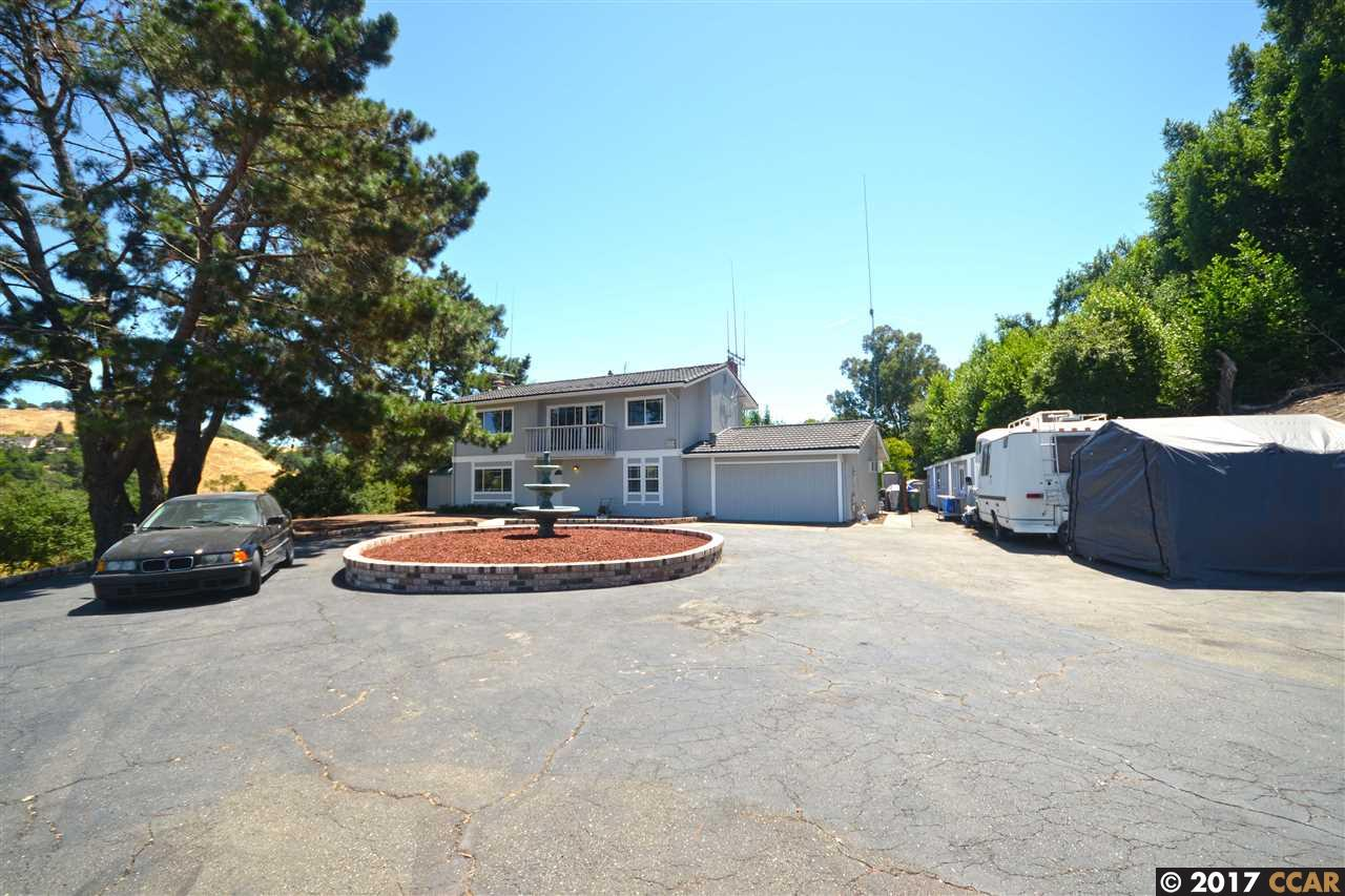 واحد منزل الأسرة للـ Sale في 2718 Simas Avenue Pinole, California 94564 United States