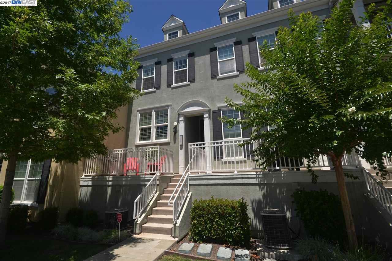 Maison accolée pour l Vente à 3661 Finnian Way Dublin, Californie 94568 États-Unis