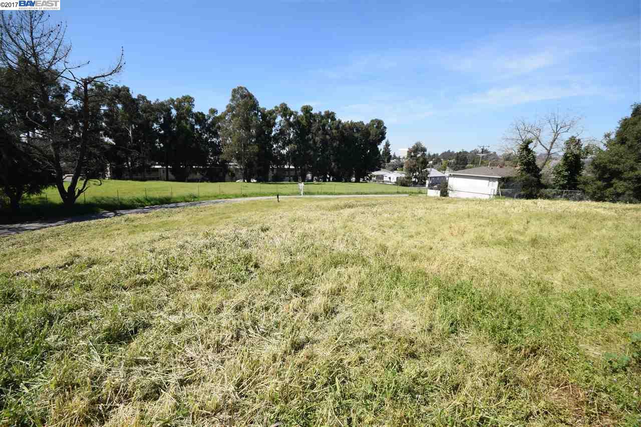 Terrain pour l Vente à 1404 Clay St- 2 Lots Hayward, Californie 94541 États-Unis