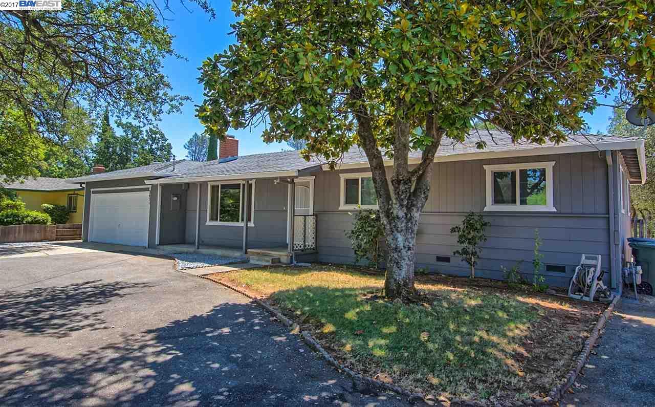 Частный односемейный дом для того Продажа на 3451 Glenwood Dr, Redding, Калифорния 96003 Соединенные Штаты
