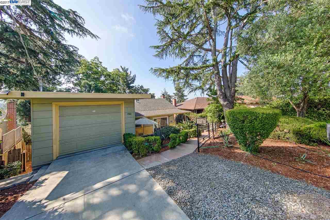 Einfamilienhaus für Verkauf beim 3568 Calandria Avenue Oakland, Kalifornien 94605 Vereinigte Staaten