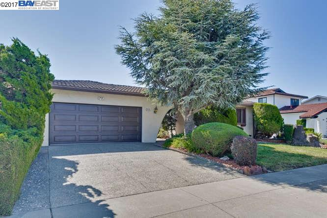 واحد منزل الأسرة للـ Sale في 5074 Dorking Court Newark, California 94560 United States