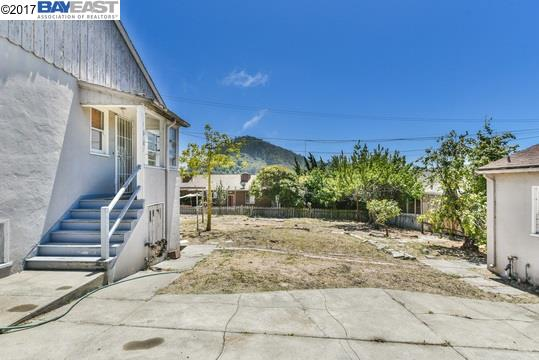 Additional photo for property listing at 3011 San Mateo Street  El Cerrito, Калифорния 94530 Соединенные Штаты