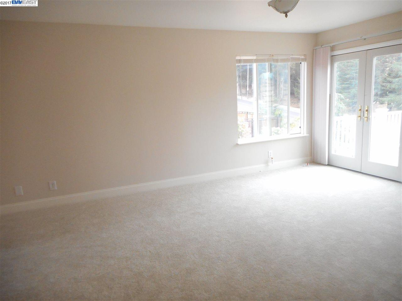 Additional photo for property listing at 27097 Call Avenue  Hayward, Californie 94524 États-Unis