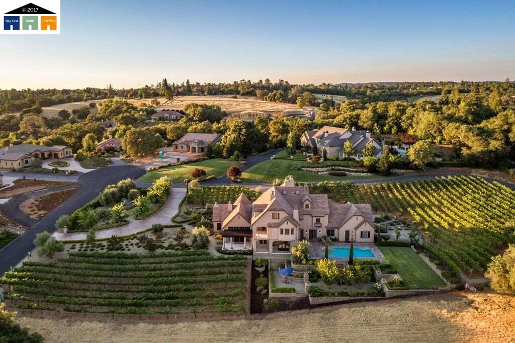 واحد منزل الأسرة للـ Sale في 1158 Vista Del Sol Auburn, California 95603 United States