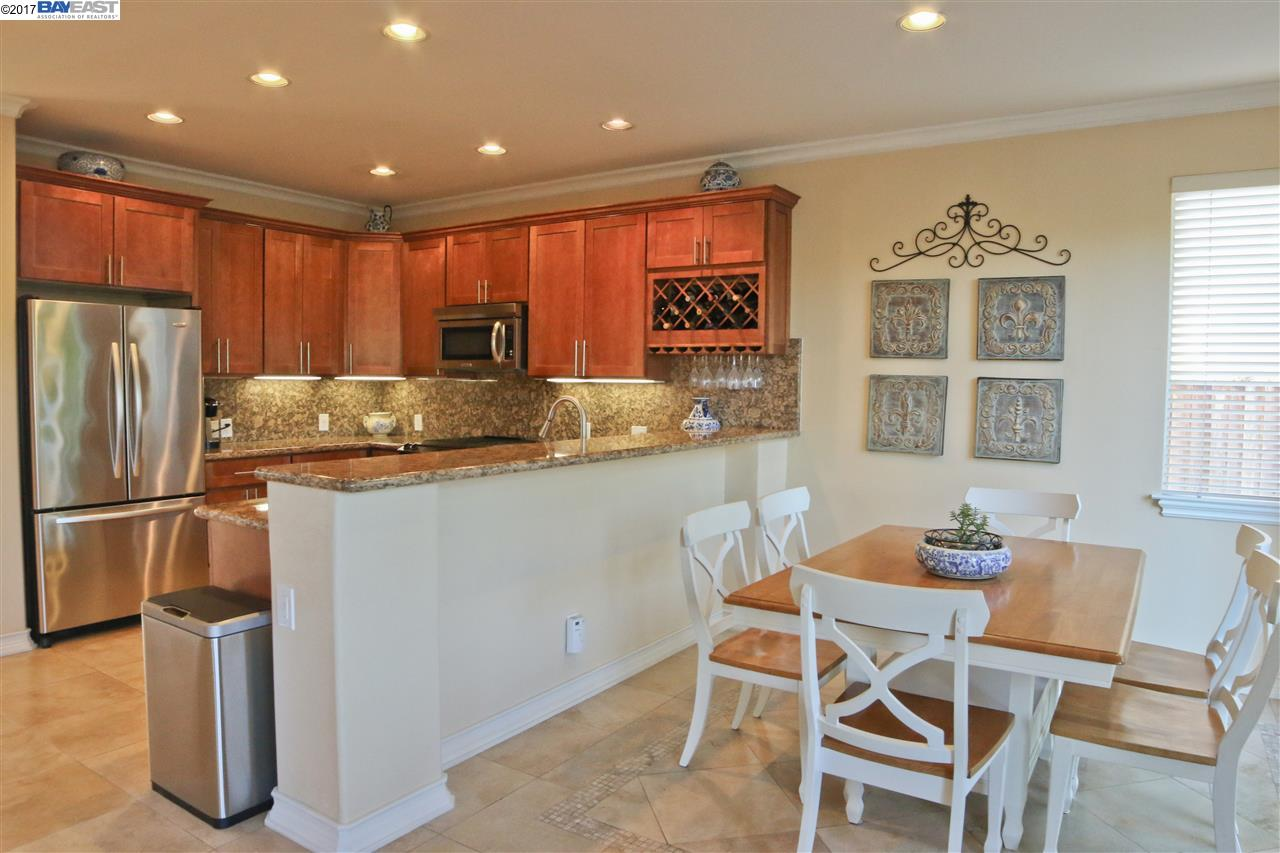 Additional photo for property listing at 22600 Canyon Ridge Place  Castro Valley, Kalifornien 94552 Vereinigte Staaten