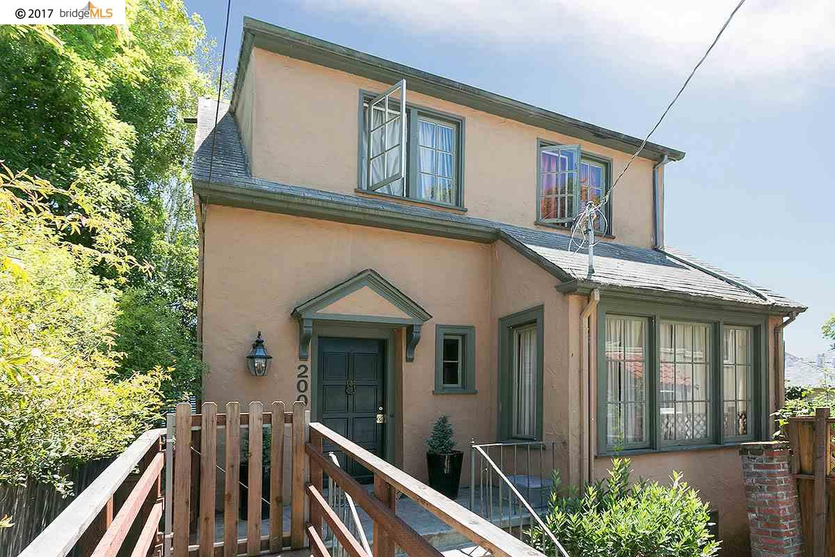 Additional photo for property listing at 2008 VIRGINIA STREET  Berkeley, Калифорния 94709 Соединенные Штаты