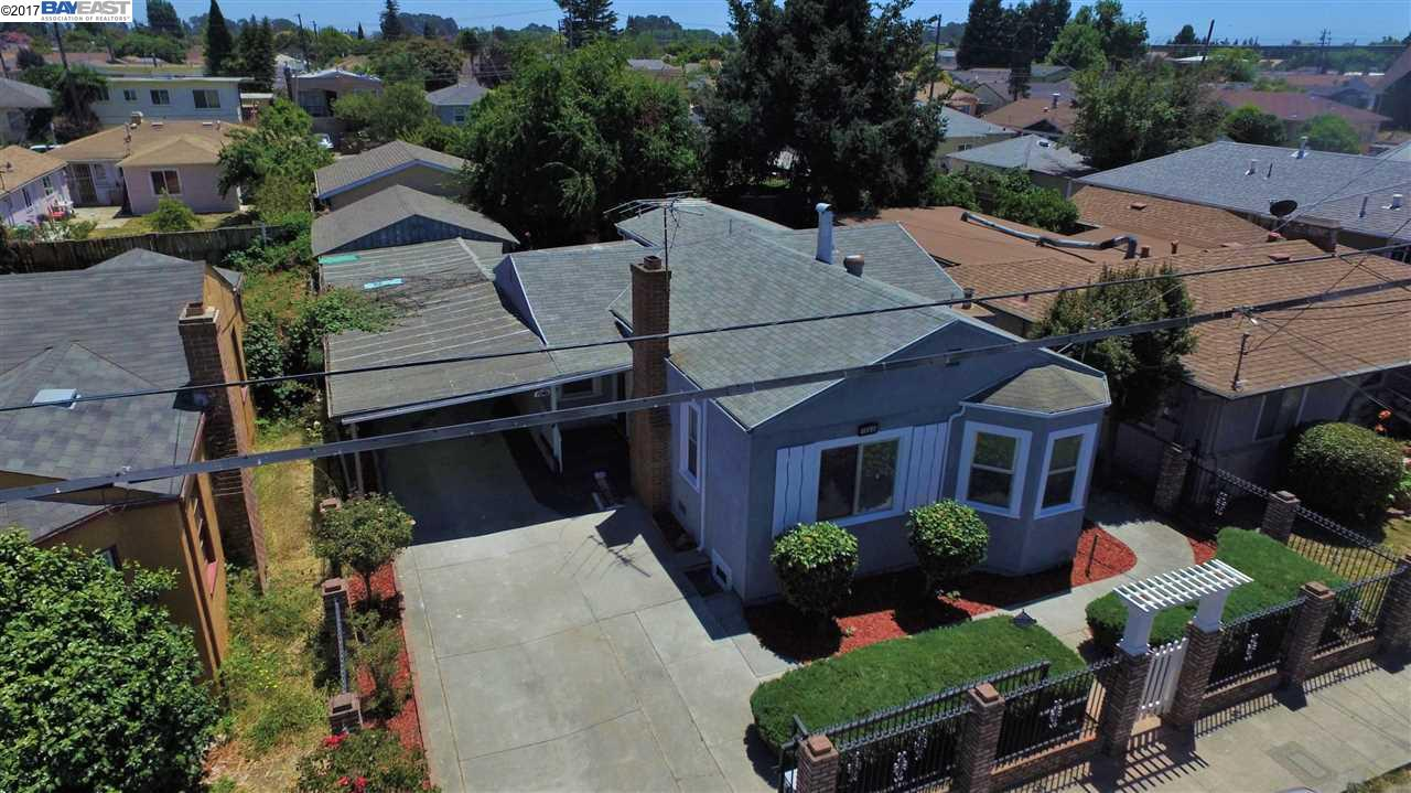 Single Family Home for Sale at 1080 106Th Avenue Oakland, California 94603 United States