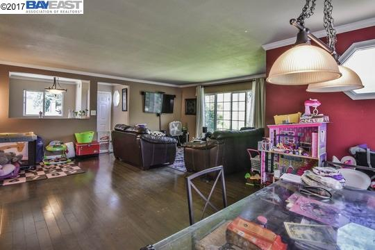 Additional photo for property listing at 18345 Redwood Road 18345 Redwood Road Castro Valley, 加利福尼亞州 94546 美國