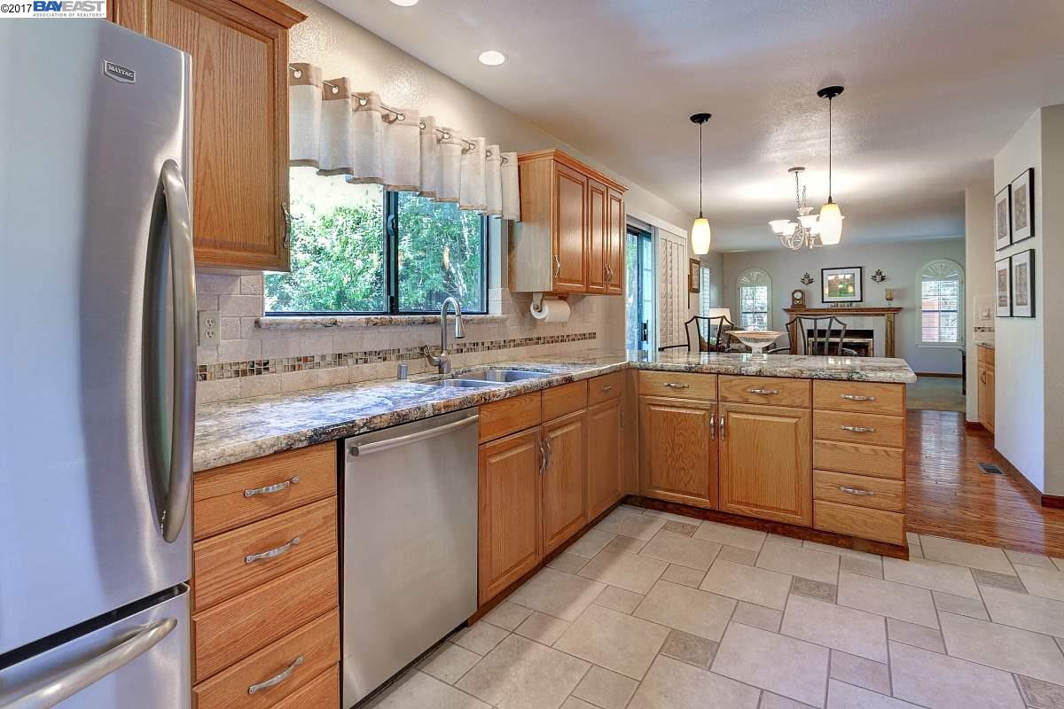Additional photo for property listing at 4916 Lone Oak Place  Castro Valley, カリフォルニア 94546 アメリカ合衆国