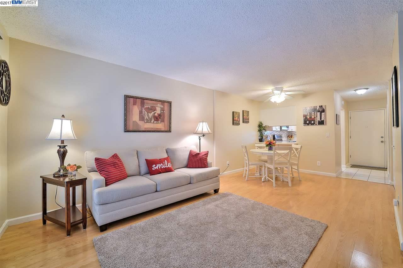 Appartement en copropriété pour l Vente à 900 Southampton Rd #160 Benicia, Californie 94510 États-Unis