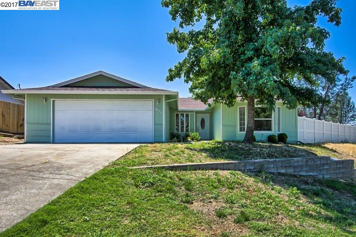 Single Family Home for Sale at 1635 Dakota Way Redding, California 96003 United States