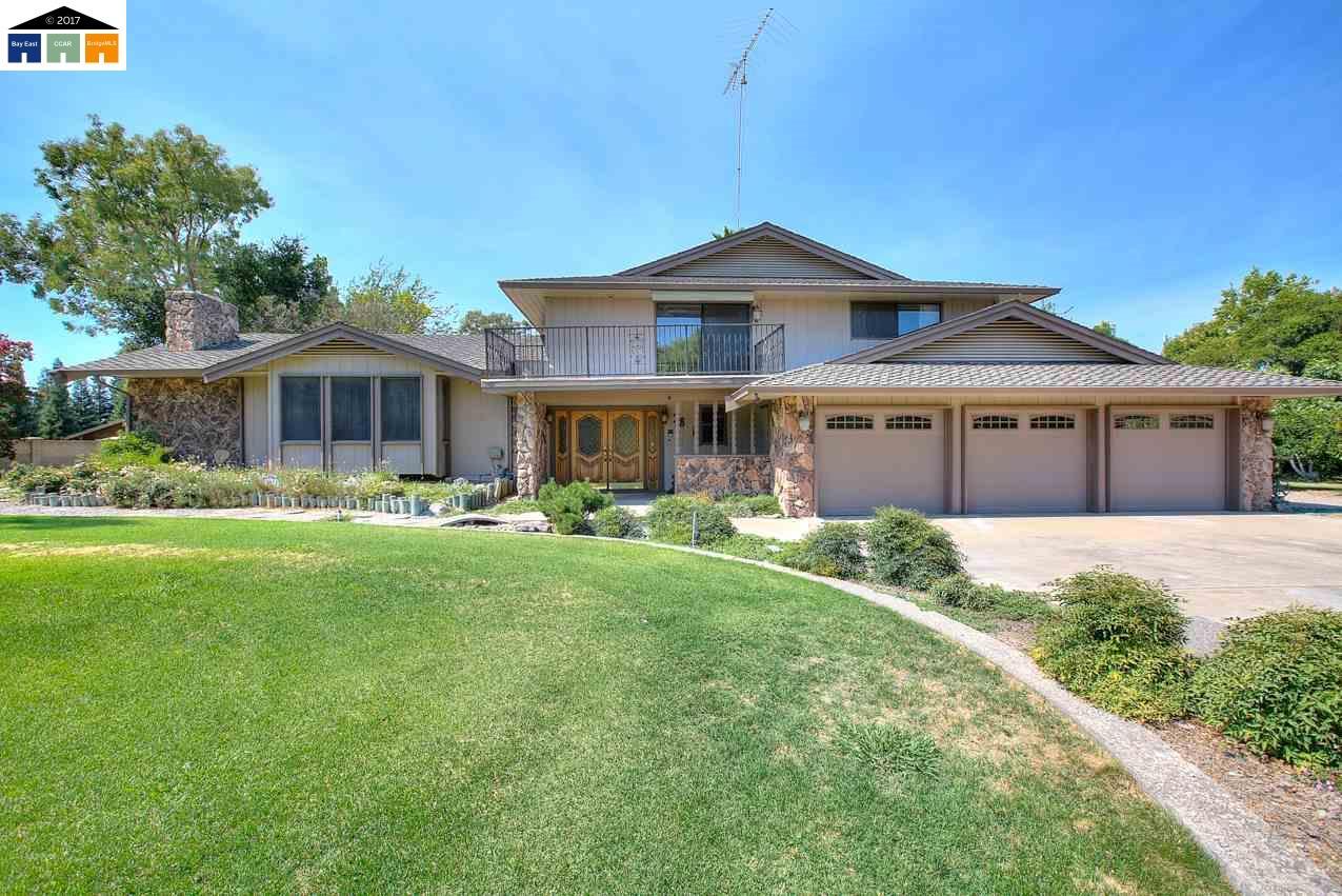 واحد منزل الأسرة للـ Sale في 3861 MERLE Modesto, California 95355 United States