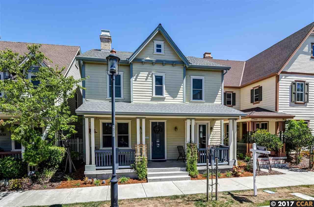獨棟家庭住宅 為 出售 在 2126 Drake Lane Hercules, 加利福尼亞州 94547 美國