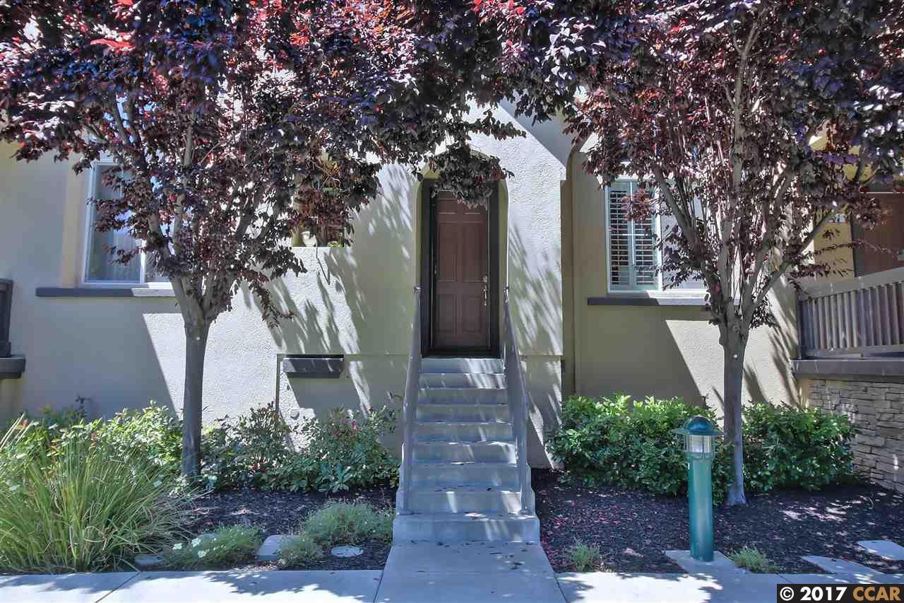 Casa unifamiliar adosada (Townhouse) por un Venta en 147 Landsdowne Loop San Ramon, California 94582 Estados Unidos