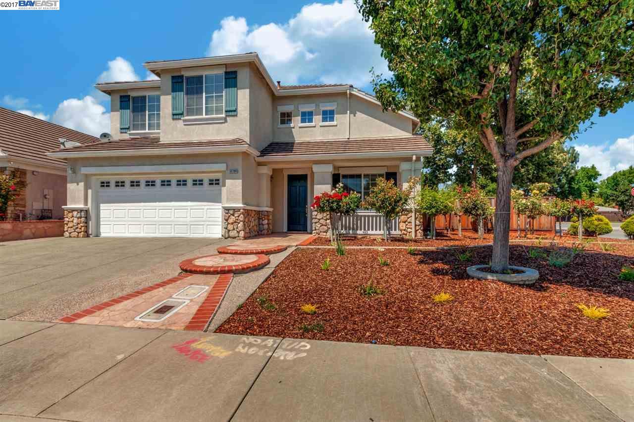واحد منزل الأسرة للـ Sale في 33798 Heritage Court Union City, California 94587 United States
